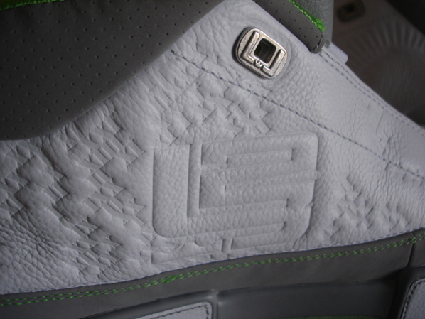 New Nike Zoom LeBron Low ST Pictures