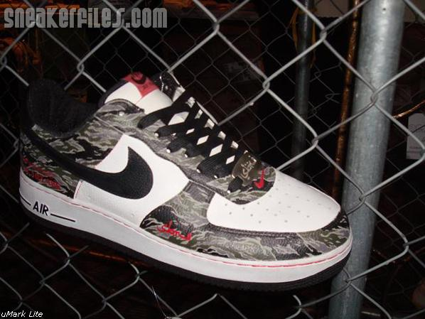 Sneakerpimps Draws 7000 Feet to the Roseland Ballroom in NYC