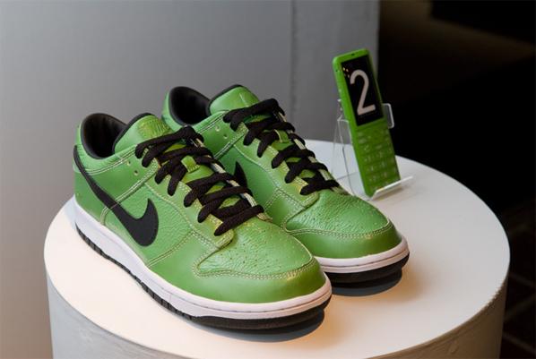 Nike iD x KDDi INFOBAR 2