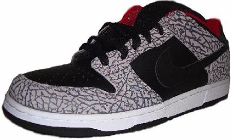 the latest 5feb5 f3b8d Nike Dunk SB Low Supreme Black/Red | SneakerFiles