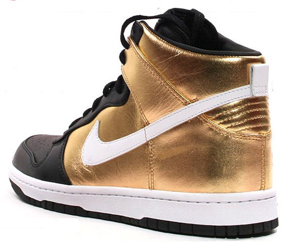 black and gold dunks