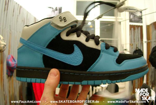 Nike Dunk SB Mid - Light Blue/White