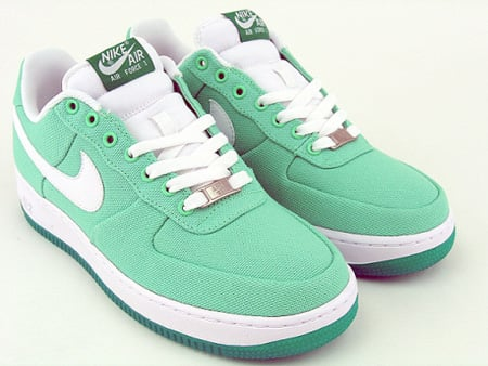 Nike WMNS Air Force 1 Canvas Lucky Green Now Available