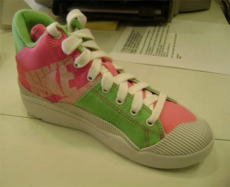 Nike WMNS Outbreak Retro - Pink / Green