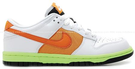 Nike Womens Dunk Low - White / Orange Blaze - Shock Orange