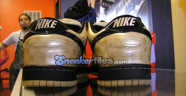Nike Dunk SB Low Stars Olympic Gold / Black Detailed Look