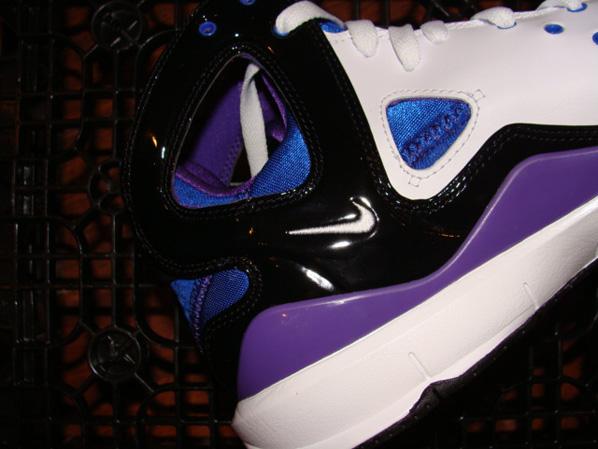 Nike Huarache 08 BBall Quickstrike White / Purple - Black