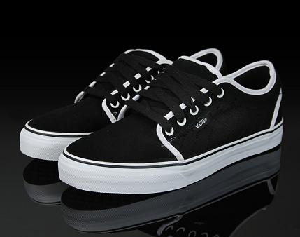 Vans Chukka Low - Black / White