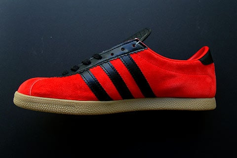 Adidas London - Black / Metallic Gold / Red