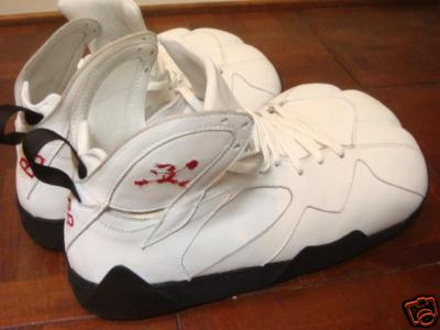 Air Jordan VII (7) - Bugs Bunny