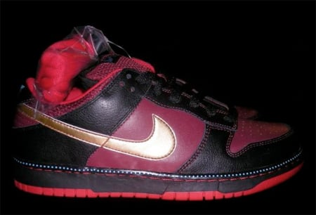 Nike SB Dunk Low Pro - Black / Red Earth / Metallic Gold