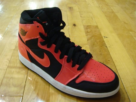Air Jordan 1 (I) Retro High - Black / Infrared - White