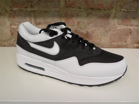 Nike Air Max 1 - White / Black