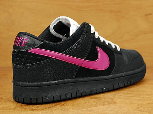 Nike Dunk Low - Black / Pink