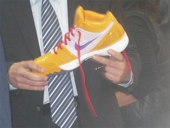 Nike Unveils The Zoom Kobe IV (4) Christmas Shoe