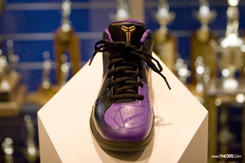 Nike Zoom Kobe IV (4) Venom Limited Release