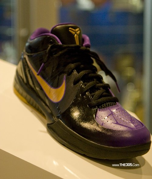 "On Court: Nike Zoom Kobe IV ""Venom"""