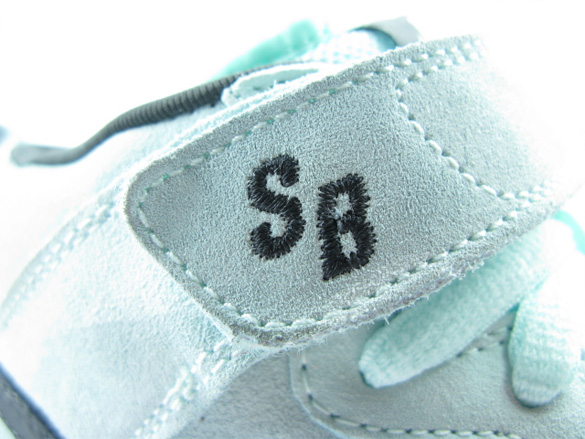 Nike SB Dunk Mid Premium - Ice Blue / Black