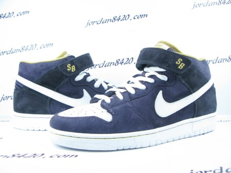 Nike SB Dunk Mid Premium - Navy Blue / White