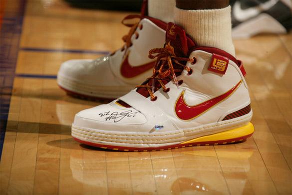 On Court: Kobe Bryant VS. Lebron James