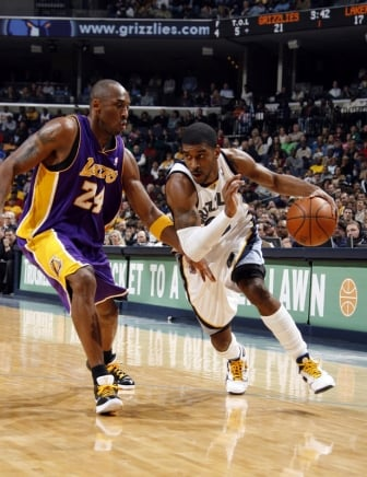 On Court: Nike Zoom Kobe IV (4) - Black / White / Del Sol