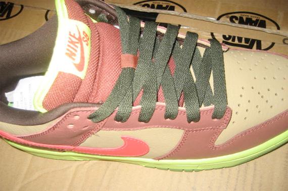 Nike SB Dunk - Toxic Avenger