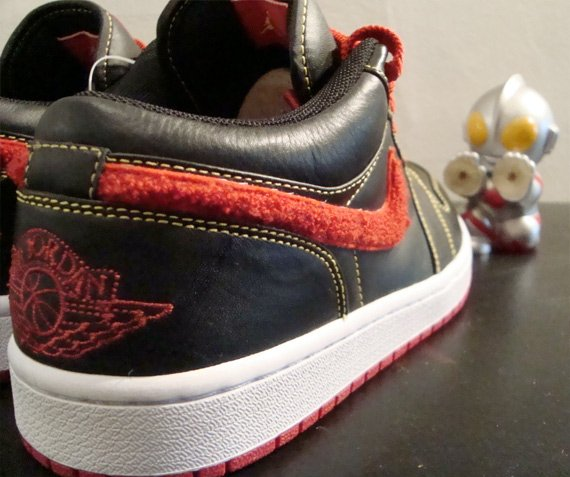 Air Jordan I (1) Low - Black / Varsity Red - Maize