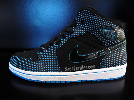 Air Jordan I (1) Retro - Black / Laser Blue - White | Detailed Look