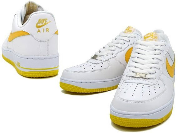 Nike Air Force 1 Low - White / Varsity Maize