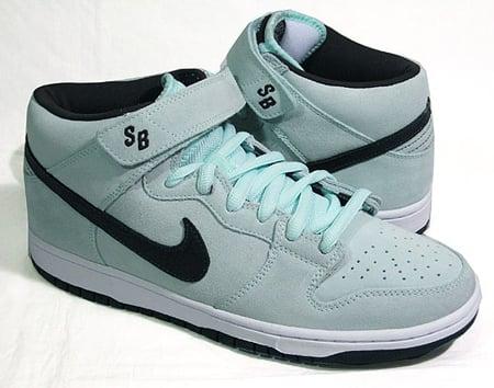 Nike SB Dunk Mid - Ice Green   Dark Charcoal  b8c0be662