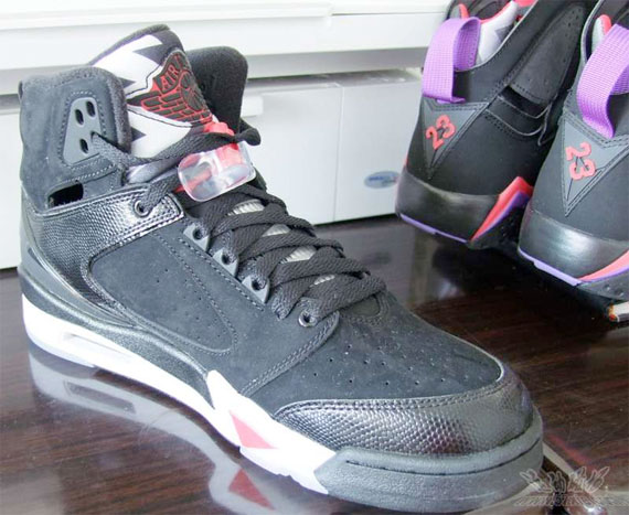 Air Jordan 60+ Black / White - Red
