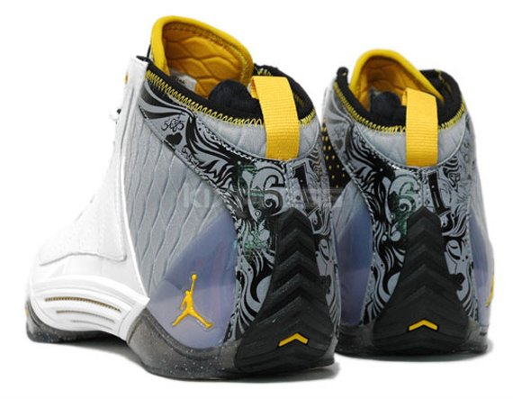 Jordan CP3 II - White / Goldenrod - Stealth - Black