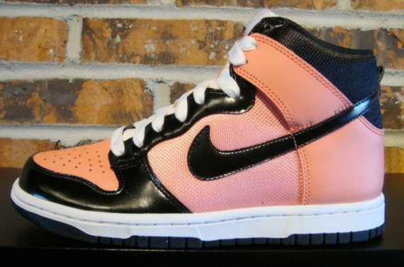 Nike Womens Dunk High - Bright Peach / Black - White