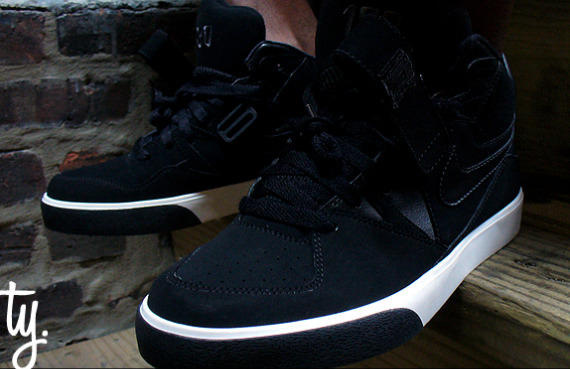 Nike Auto Force 180 - Black / White