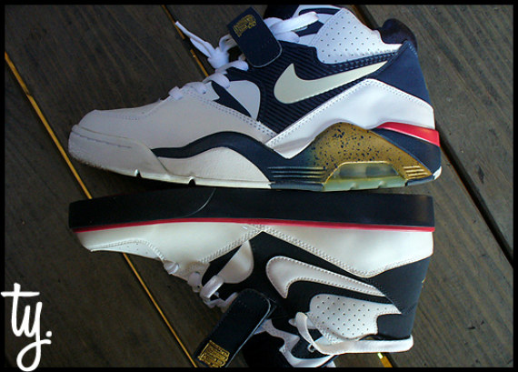Nike Auto Force 180 Olympic - Holiday 2009