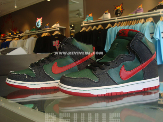 2005 Nike Dunk High SB Sample (left) vs. 2009 Nike Dunk High SB Sample (right)