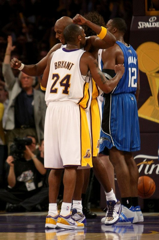 kobe bryant fighting
