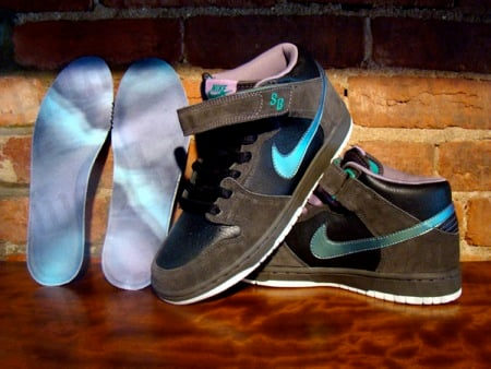 check out 76b7d 964af Nike SB Dunk Mid - Northern Lights | SneakerFiles