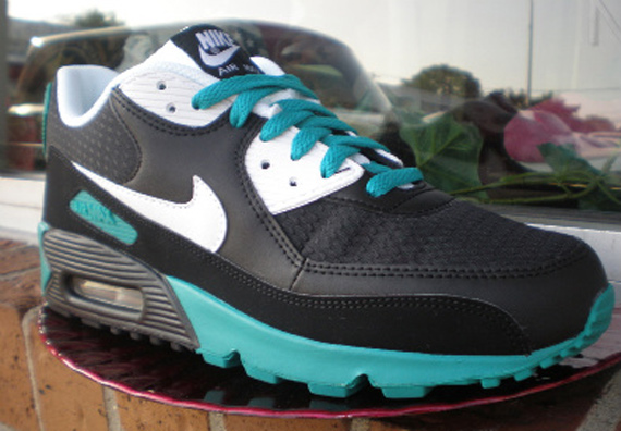 Nike Air Max 90 - Black / White - Radiant Emerald