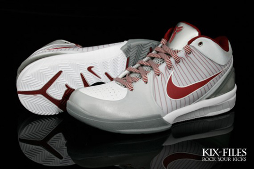 Previewed last week the latest PE colorway of the Nike Zoom Kobe IV