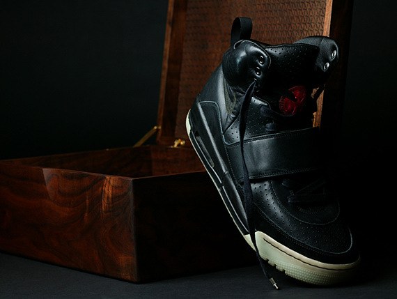 67067580810 Nike Sportswear Air Yeezy Grammy - Doernbecher Charity Auction ...