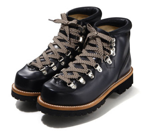 bape-mountain-soldier-boots-fw09-1