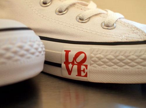 converse-robert-indiana-love-front