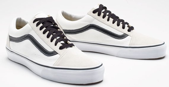 black and white old skool vans