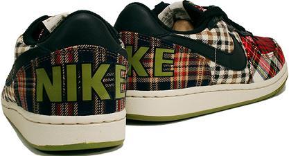 NikeWPlaid3