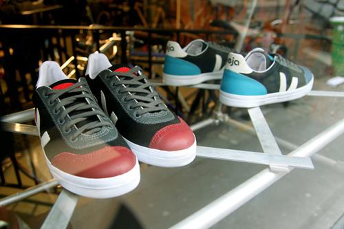 cyclope-veja-footwear-sneakers-tshirt-1