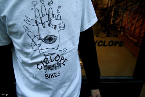 cyclope-veja-footwear-sneakers-tshirt-8
