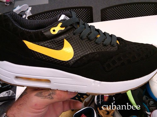 nike-air-max-1-black-yellow. Posted on: November 1, 2009 2010/Nike/Sneakers
