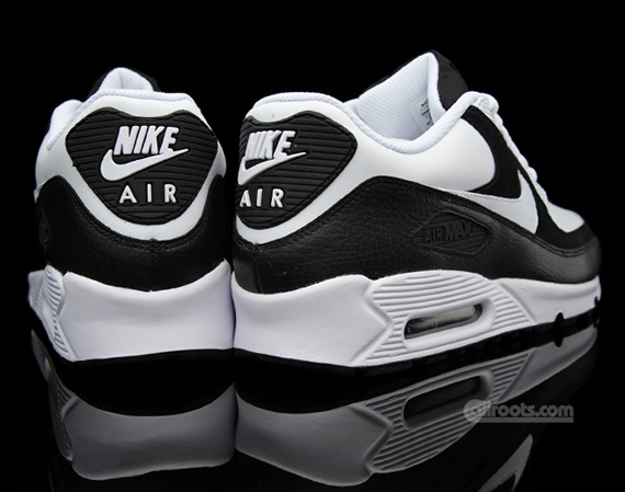 Nike Air Max 90 - Black / White