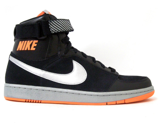 Nike Dynasty High - Holiday 2009